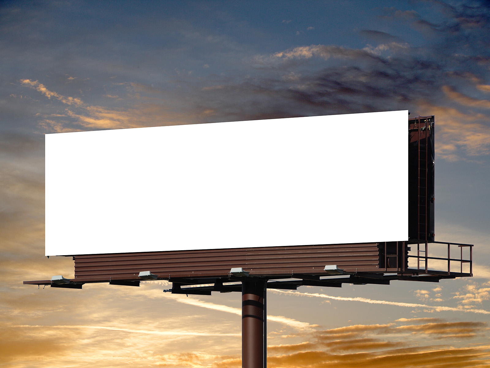 outdoor advertising Outdoor advertising has two advantages over print, television or radio advertisements outdoor advertising doesn't have to be invited into your home to be effective, and outdoor ads don't.