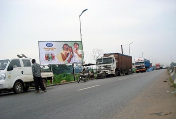 Along–Warri-Benin-road-near-Amry-check-point