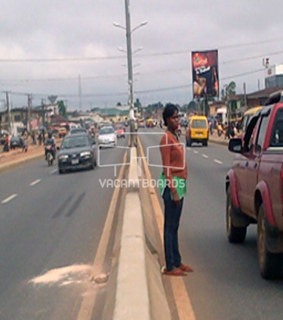 Portrait Unipole – Uselu Road, Edo